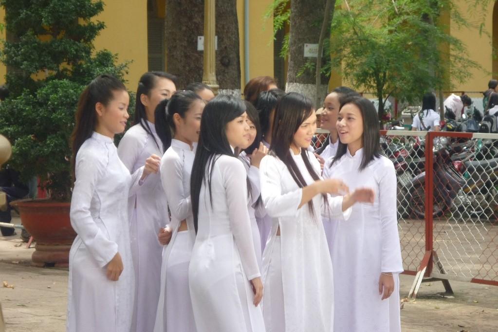 ベトナム人 アオザイ